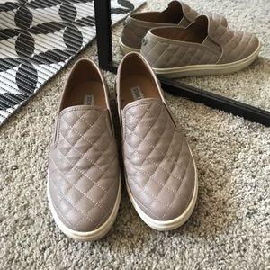 Steve Madden Slipons